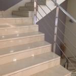 מדרגות פנים קרמה מרפיל עם פרט נתק