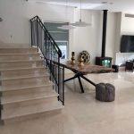 מדרגות בבית פרטי